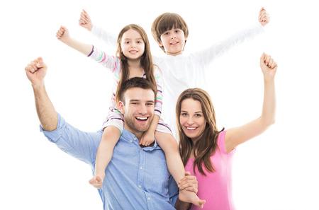 personas festejando: Familia emocionada con los brazos levantados