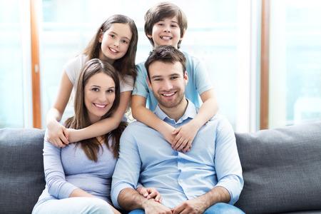 familia feliz: familia feliz
