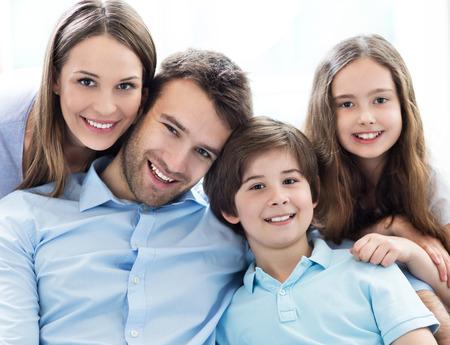 家族: 幸せな家族 写真素材