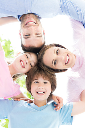 family happy: La familia feliz formando un corrillo Foto de archivo