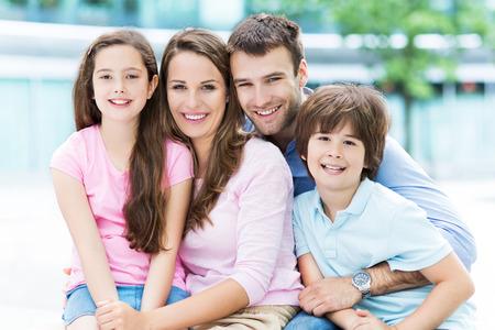 femmes souriantes: portrait de famille
