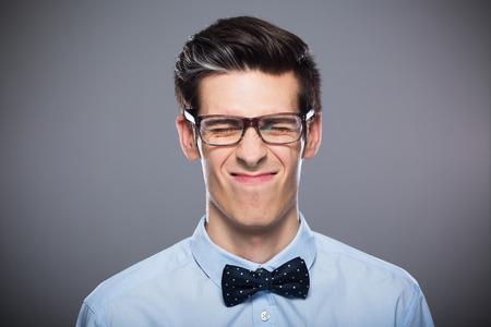 making faces: Uomo che fa i fronti Archivio Fotografico