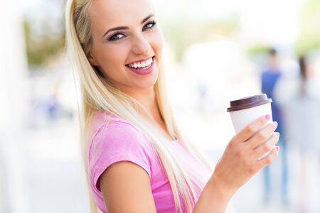 women coffee: Young woman with coffee to go