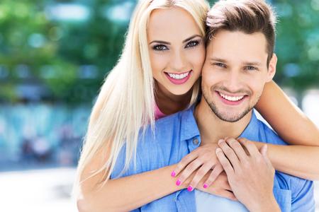 若いカップルの笑顔 写真素材
