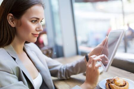 e pretty: Woman using digital tablet in cafe