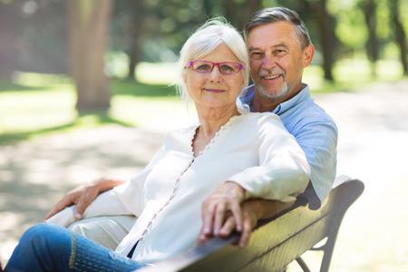 Senior Paar im Freien  Standard-Bild