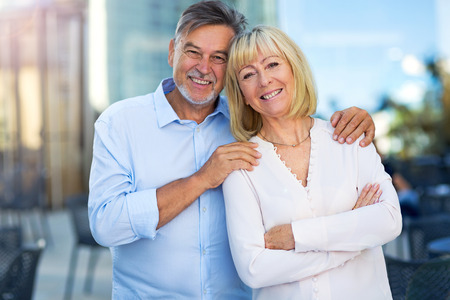 Senior couple outdoors Banque d'images