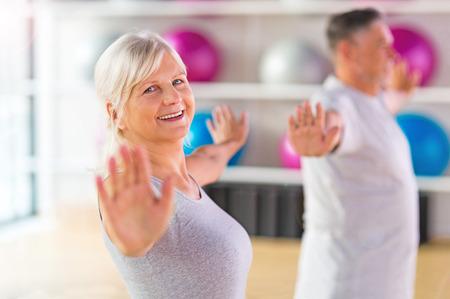 체육관에서 운동을 수석 부부 스톡 콘텐츠