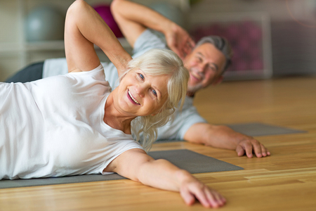 Mature couple doing fitness exercises 免版税图像