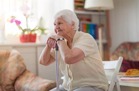Portret van een oudere vrouw Stockfoto