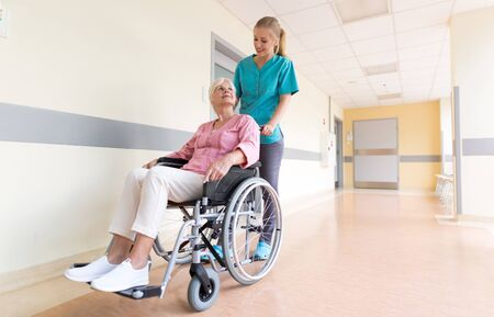 Senior woman in wheelchair with nurse in hospital Banque d'images