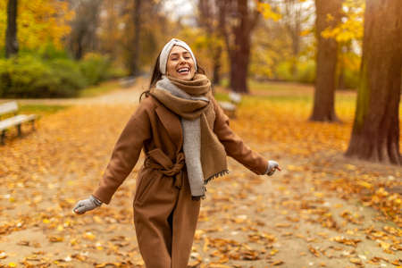 Portrait of smiling young woman in a park in autumn