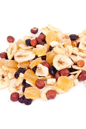 frutas deshidratadas: frutos secos, pasas, frutas secas, se indica en un mont�n en el estudio Foto de archivo