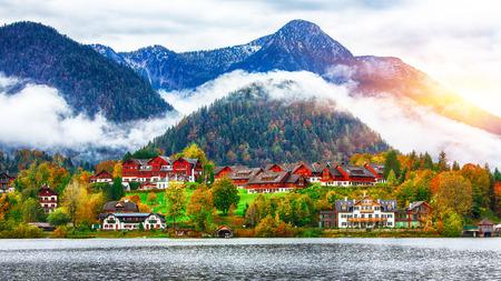 Idyllic autumn scene in Grundlsee lake. Location: resort Grundlsee, Liezen District of Styria, Austria, Alps. Europe. 写真素材
