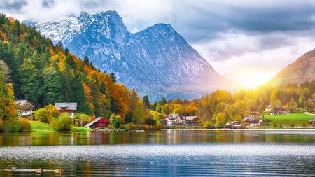 Idyllic autumn scene in Grundlsee lake. Location: resort Grundlsee, Liezen District of Styria, Austria, Alps. Europe. Stock Photo