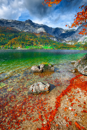 Idyllic autumn scene in Grundlsee lake. Location: resort Grundlsee, Liezen District of Styria, Austria, Alps. Europe. Stock Photo