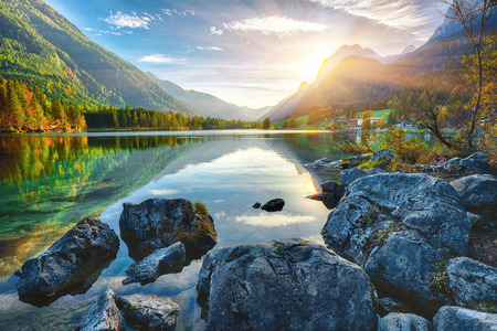 Fantastic autumn sunset of Hintersee lake. Beautiful scene of trees near turquoise water of Hintersee lake. Location: resort Ramsau, National park Berchtesgadener Land, Upper Bavaria, Germany Alps, Europe 版權商用圖片 - 111078485