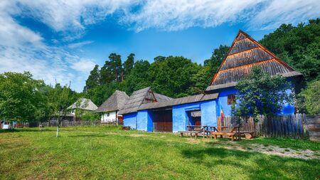Fantastic summer scene in Transylvania. View of traditional romanian peasant houses. Beauty of countryside rural scene of Transylvania, Romania, Europe. Foto de archivo - 133988706