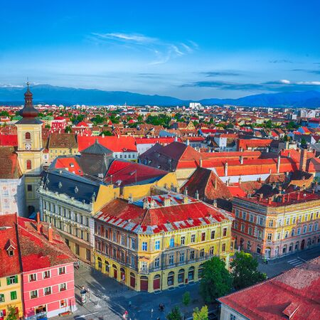 Holy Trinity Church and Council Tower in Sibiu city, view from the bell tower of St Mary Cathedral. Aerial cityscape of Sibiu town. Impressive morning scene of Transylvania, Romania, Europe Foto de archivo