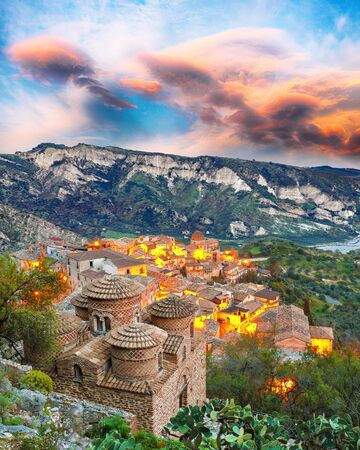 Sunrise over old famous medieval village Stilo in Calabria. View on church and valley. Southern Italy. Europe. Foto de archivo - 134179710