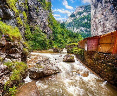Fast mountain river at Bicaz Canyon/Cheile Bicazului.  Impressive  scene of river big cliffs and rocks of Neamt County, Romania,Carpathian Mountains, Europe Foto de archivo - 134180005