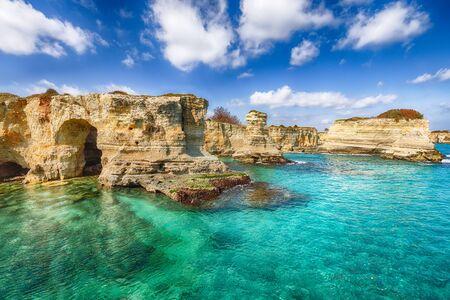 Picturesque seascape with cliffs, rocky arch at Torre Sant Andrea, Salento coast, Puglia region, Italy Foto de archivo - 134180048