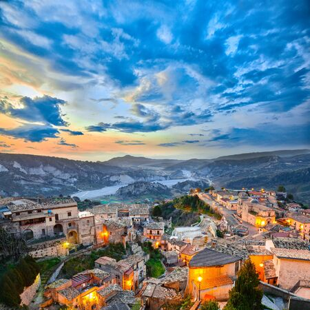 Sunrise over old famous medieval village Stilo in Calabria. View on city and valley. Southern Italy. Europe. Foto de archivo - 134180811