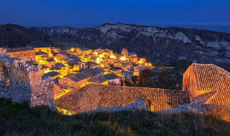 Sunrise over old famous medieval village Stilo in Calabria. View on city and valley. Southern Italy. Europe. Foto de archivo - 134181283