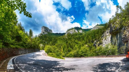 Amazing summer view of Bicaz CanyonCheile Bicazului. Canyon is one of the most spectacular roads in Romania. Impressive  scene of Neamt County, Romania,Carpathian Mountains, Europe Stockfoto