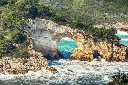 Gargano coast: San Felice arch (Architello). Vieste, San Felice arch rock bay, Gargano peninsula, Apulia, southern Italy, Europe. Reklamní fotografie