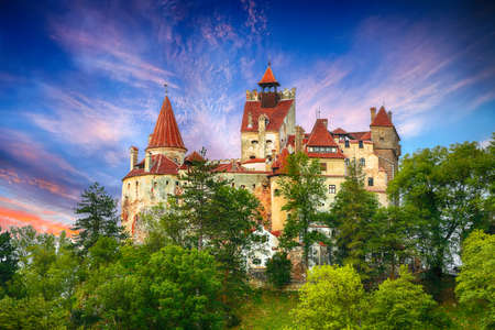 The medieval Castle of Bran known for the myth of Dracula. Brasov Transylvania. Romania. Europe 新聞圖片