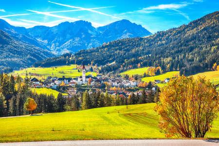 Scenic image of alpine village Valdaora di Sotto. Location: Valdaora di Sotto, Bolzano, South Tyrol, Italy, Europe. Archivio Fotografico