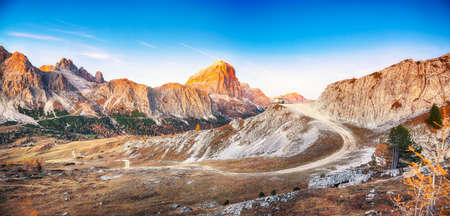 Dramatic autumn landscape with yellow larches and spectacular mountain ranges Lagazuoi and Tofana. Location: Falzarego pass, Cortina d'Ampezzo, Dolomiti, South Tyrol, Italy, Europe. Banco de Imagens