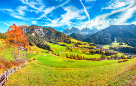 Awesome autumn scene of magnificent Santa Maddalena village in Dolomites. Location: Santa Maddalena village, Val di Funes, Trentino-Alto Adige, Dolomites, Italy, Europe Stok Fotoğraf