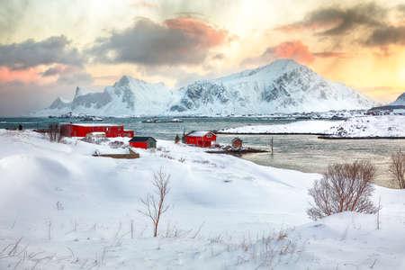 Stunning morning view of Torsfjorden fjord with Ramberg village and snowy mountain peaks at backgroud. Location: Ramberg, Flakstadoya island, Lofoten; Norway, Europe Foto de archivo