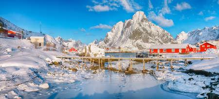 Fabulous winter sunny view on Reine Village and footbridge above Gravdalbukta bay with cracked ice. Location: Reine, Lofoten; Norway, Europe Imagens