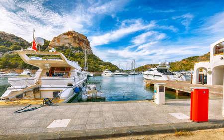 Enchanting view of Poltu Quatu port and bay with luxury yachts on Costa Smeralda. Popular travel destination of Mediterranean sea. Location: Poltu Quatu, Province of Sassari, Sardinia, Italy, Europe 免版税图像