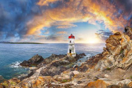 Fabulous view of sunrise over Capo Ferro Lighthouse. Popular travel destination of Mediterranean sea. Location: Porto Cervo, Province of Sassari, Sardinia, Italy, Europe 免版税图像