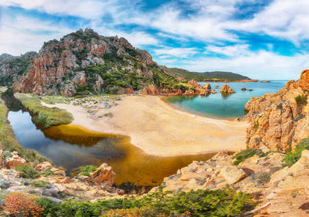 Breathtaking view of Li Cossi beach on Costa Paradiso resort. Picturesque seascape of Mediterranean sea. Location: Costa Paradiso, Province of Sassari, Sardinia, Italy, Europe 免版税图像