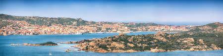 Astonishing view on Santo Stefano and La Maddalena islands from Palau. Location: Palau, Province of Olbia-Tempio, Sardinia, Italy, Europe 免版税图像