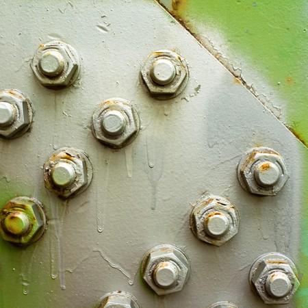 tuercas y tornillos: Pernos pintados de estructura de acero (puente) hacen la textura de fondo abstracto  Foto de archivo