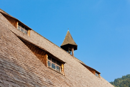 Roof detail of historical authentic architecture of old farm house in Black Forest, rural Germany 報道画像