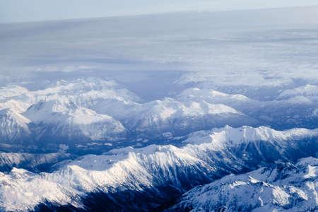 눈이 덮여 브리티시 컬럼비아, 캐나다에서 헬기 스키에 완벽한 산 봉우리. 스톡 콘텐츠