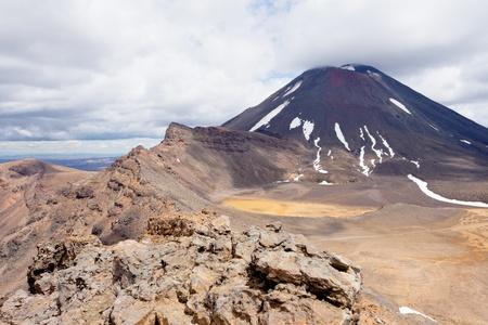 tongariro national park: Active volcano cone of Mount Ngauruhoe as seen from Mount Tongariro in Tongariro National Park, North Island of New Zealand