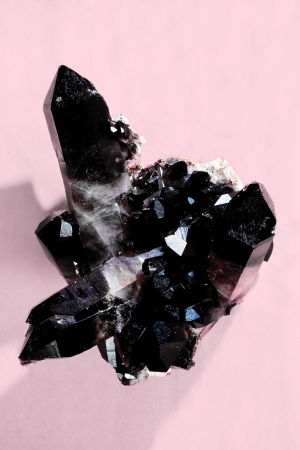 mineralized: Smokey quartz or Cairngorm quarz is birthstone for November  Found in Arizona, USA