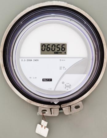 contador electrico: Modern red inteligente residencial digitales medidor de potencia de suministro Foto de archivo
