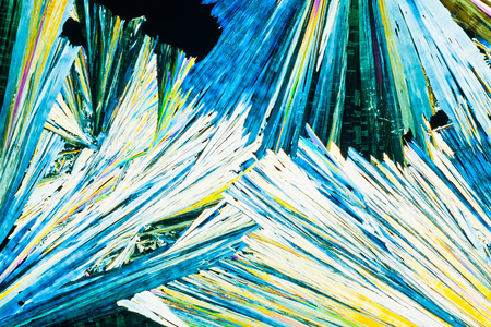 urea: Colorful appearance of crystals of urea or carbamid, a powerful nitrogen fertilizer for agricultural use, in polarized light. Stock Photo