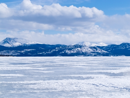 arctic landscape: Cold icy winter landscape of frozen Lake Laberge, Yukon Territory, Canada Stock Photo