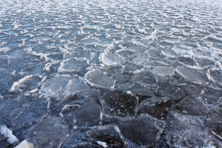 Ice floes floating on water surface of freezing lake nature background pattern texture abstract Banco de Imagens