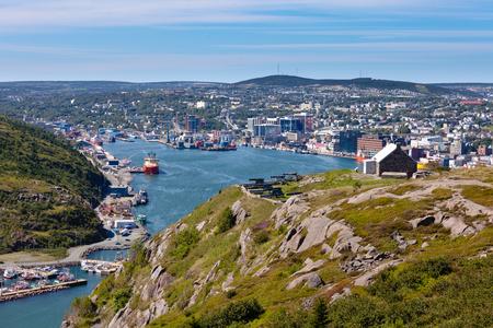 St. Johns, de hoofdstad van Newfoundland Labrador, NL, Canada, de haven en de binnenstad gezien vanaf Signal Hill